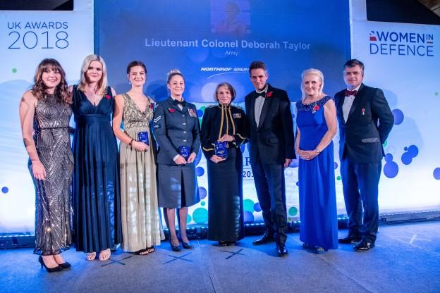 Lt Col Deborah Taylor (Middle) receiving her Women in Defence award